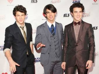 Jonas Brothers (: