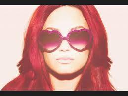 Demi Lovato,cabello rojizo.