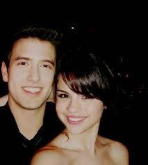 LOgan HendersOn y Selena GOmez