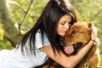 Cariñosa con los perros