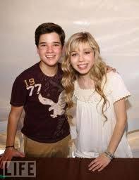 Nathan y Jennette