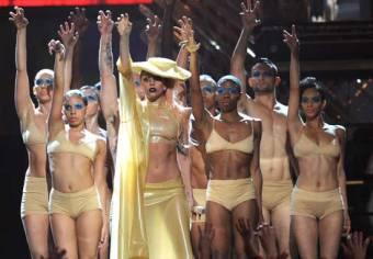 Born This Way en los Grammy 2011