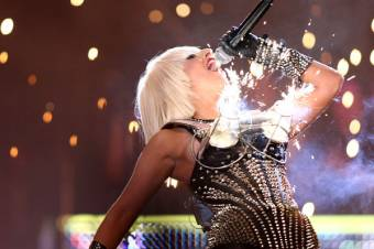 Love Game- Poker Face en MMVA 2009