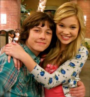 Leo Howard y Olivia Holt