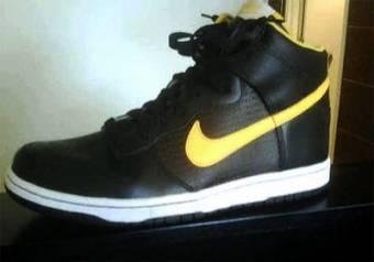 negro con raya amarilla