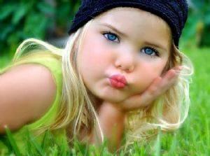 magabi de 4 años una aclaracion ella es rubia natural pero decido cambiarcelo a rojiso rubio
