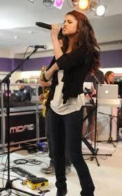 Selena en un concierto que parece para un velorio