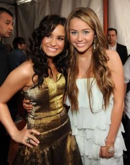 solo las diosas de Demi y Miley