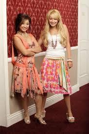 Brenda Song y Ashley Tisdale de Zack y Cody Gemelos en Acci�n