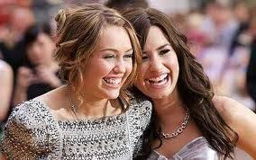 Miley Cyrus y Demi Lovato