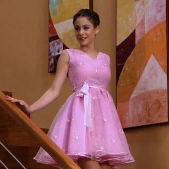tini co su vestido