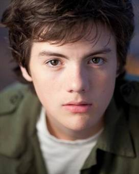 Ethan Morgan--Matthew Knight--18 años