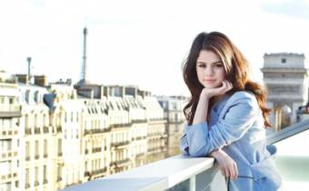 Selena (: