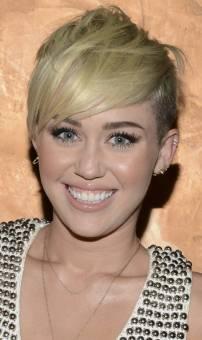 Miley es mas hermosa.