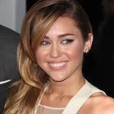 Miley tiene una sonrisa mas bonita.
