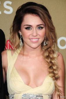 por ser fan de la hermosa MILEY CYRUS