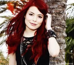 porque hasta el cabello rojo le queda lindo porque es bonita