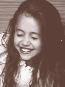 Miley_FAN:gENEROSA Y linda