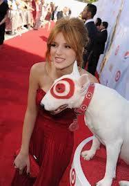 Bella Thorne con un perro que tierno!!!