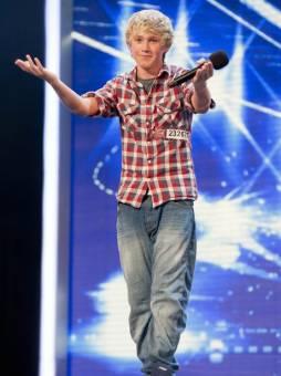 No? Niall te hace el gesto de acompa�arte a la salida ;)