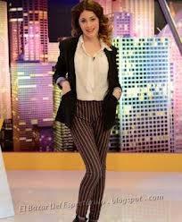 con pantalon ... asi se ve linda