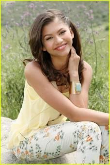 zendaya  una chica bella hermosa guapa buena cantante la amo el la mejor