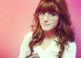 Pero bella lleva gafas