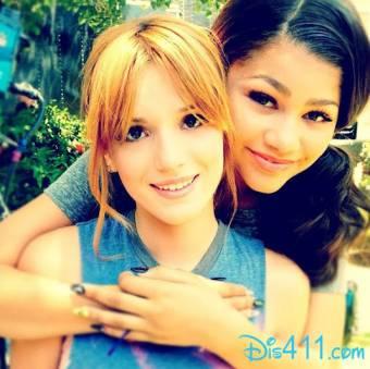 Es muy buena amiga y tiene una amiga hermosa(Bella Thorne)