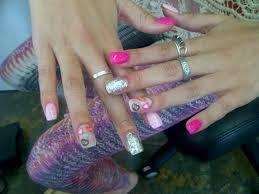 Bella tiene unas lindas uñas