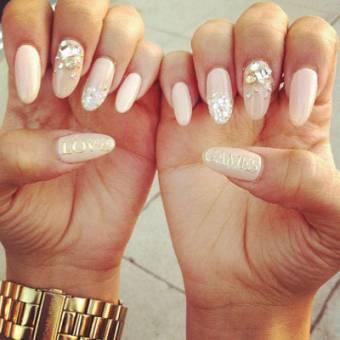 Por sus hermosas uñas