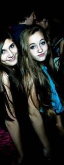 Yana pone fotos de ella en las fiestas divirtiéndose con sus amigas