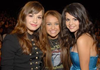 Porque tienen a otra amiga (Demi Lovato) que tambi�n es bell�sima