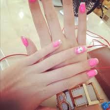 por pintase las uñas hermosas b