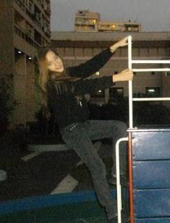 Ahí está Yana tan linda haciendo una pose super guay