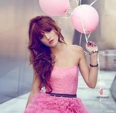 es linda con globos