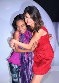 Marti_love:eres estupenda,una increible amiga! asi como China da un abrazo a Selena quisiera darte un fuerte abrazo tkmmmm