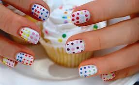 por pintase las uñas bien