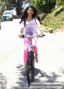 por verse linda hasta en bicicleta
