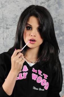 Selena Gomez :3