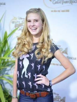 Caroline Sunshine---Tinka Shake It Up---Acento dificil