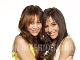 Miley Cyrus y Mandy Jiroux