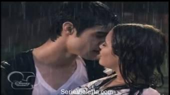 Un Tierno Beso que los 2 querian! :)