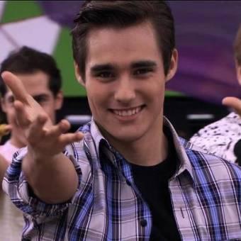 Jorge en la cancion de Violetta ( Ven y canta )