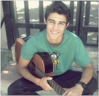 Pablo con guitarra
