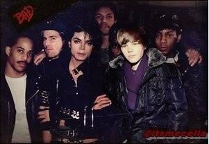 que comparen a Michael Jackson (el rey del pop) con Justin Bieber (El que se parece a Dee Dee la hermana de Dexter?