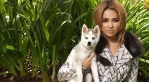 Miley Cyrus y Floyd.