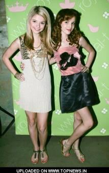 Bella Thorne y STefanie Scott