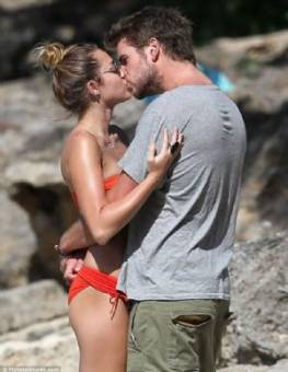 Miley Cyrus & Liam Hemsworth (Miam)