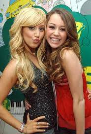 miley y ashley tisdale