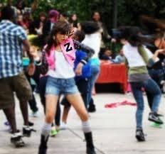 Y ella baila s�per genial